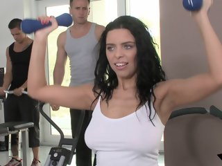 Gym babe double penetrated..
